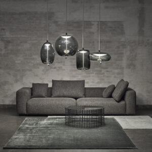 lo stile funzionale con la lampada sagomata in vetro e led