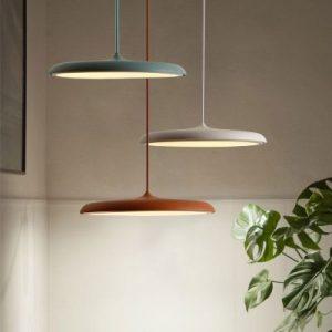 illuminare a led con lampade a sospensione led di vari colori
