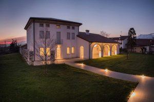 illuminazione esterna casa in campagna