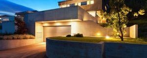illuminazione esterna casa moderna