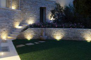 illuminazione facciata casa idee